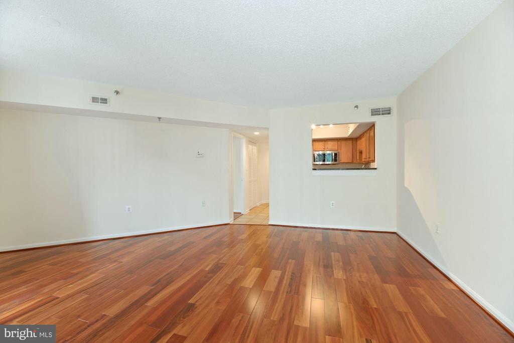Living Room - 1001 N RANDOLPH ST #604, ARLINGTON
