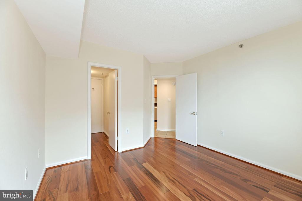Bedroom - Freshly Painted! - 1001 N RANDOLPH ST #604, ARLINGTON