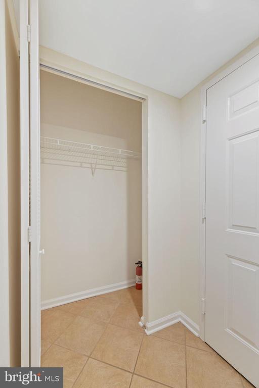 Coat Closet - 1001 N RANDOLPH ST #604, ARLINGTON