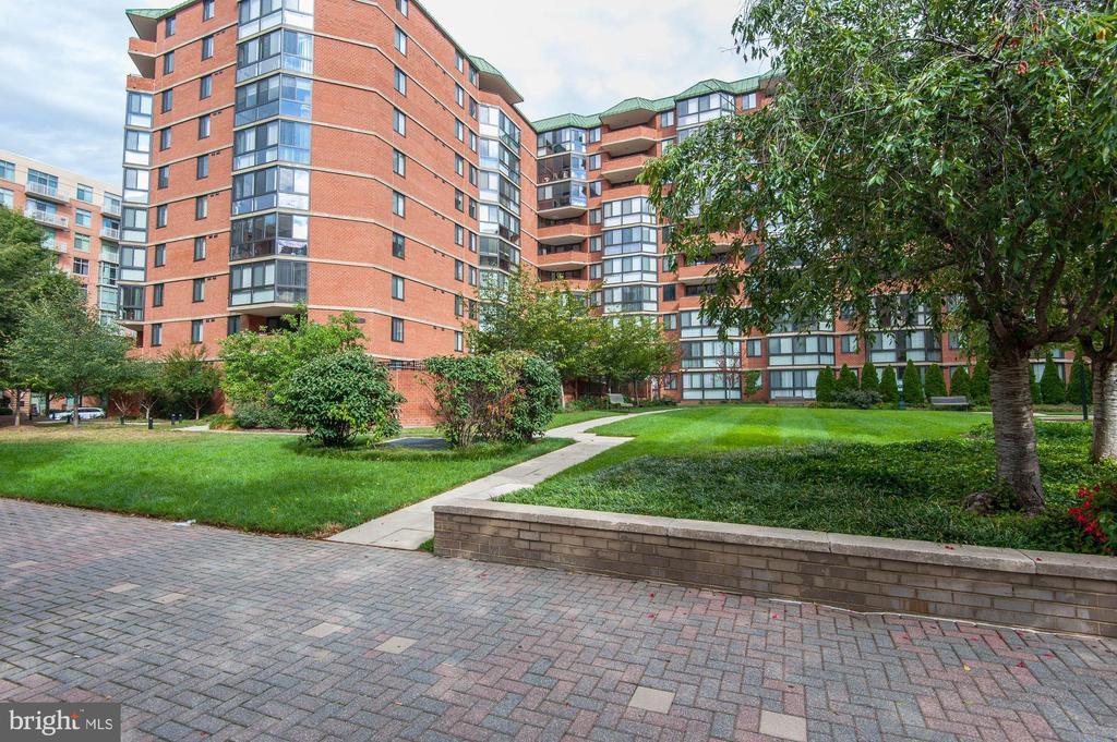 Welcome to EastView Condominium! - 1001 N RANDOLPH ST #604, ARLINGTON