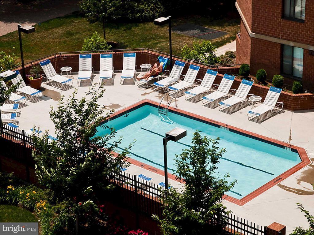 Pool & Sun Deck! - 1001 N RANDOLPH ST #604, ARLINGTON