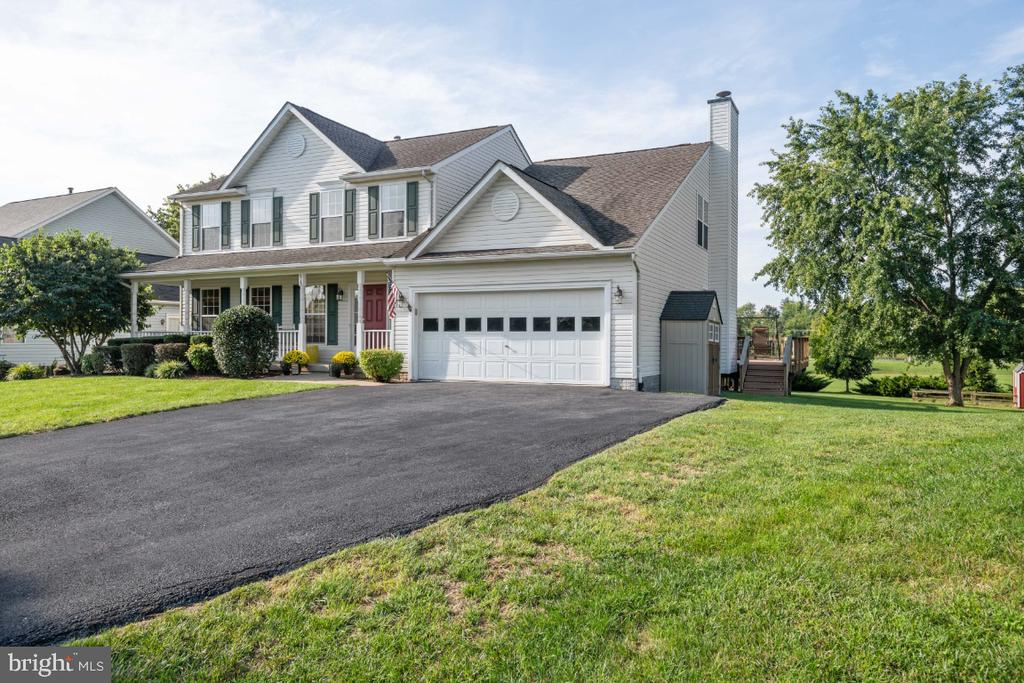 Black-topped Driveway & 2 Car Garage - 513 EWELL CT, BERRYVILLE