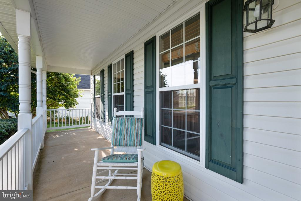 Covered Front Porch - 513 EWELL CT, BERRYVILLE