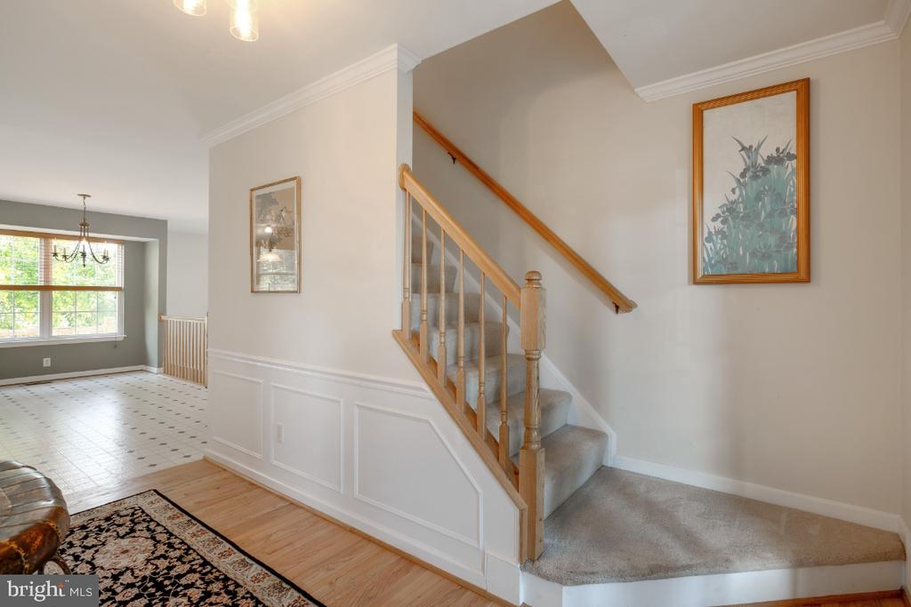 Formal Entry Foyer - 513 EWELL CT, BERRYVILLE