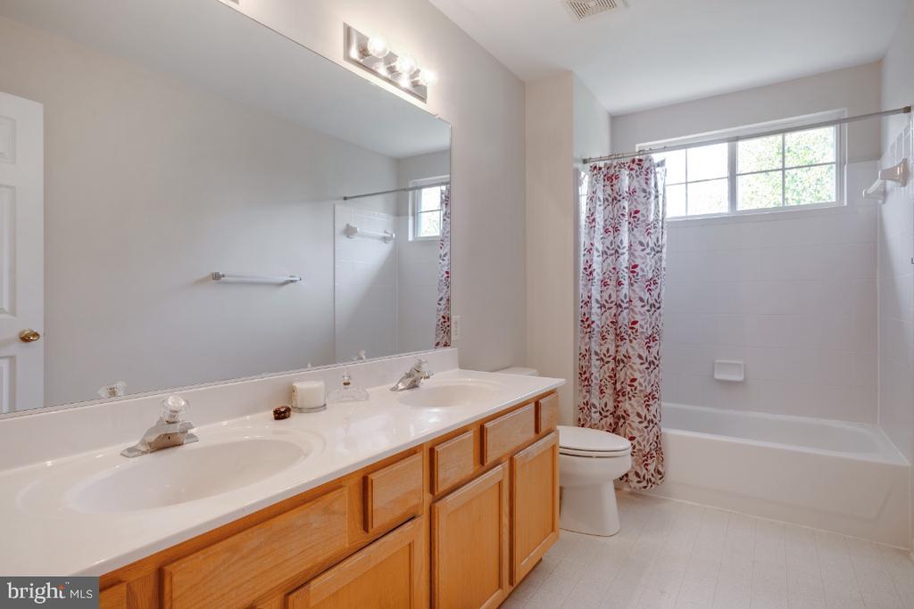 Bathroom #2 - 513 EWELL CT, BERRYVILLE