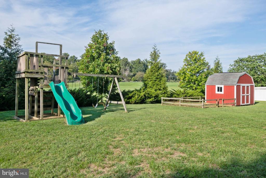 Offers A veggie garden & Shed! - 513 EWELL CT, BERRYVILLE