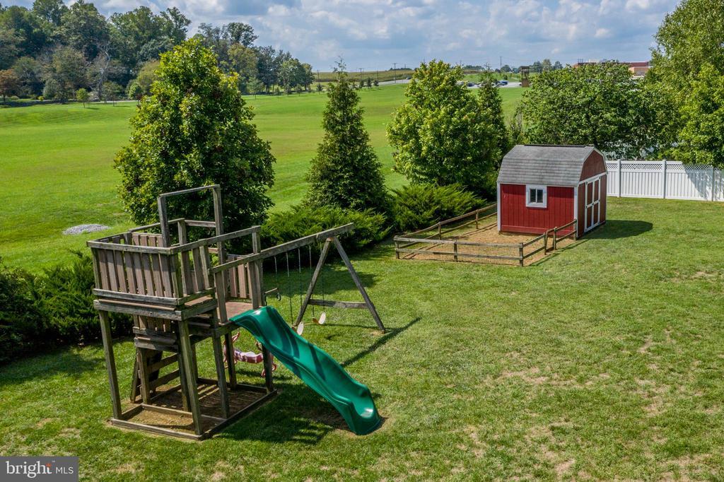 Beautiful Back Yard! - 513 EWELL CT, BERRYVILLE