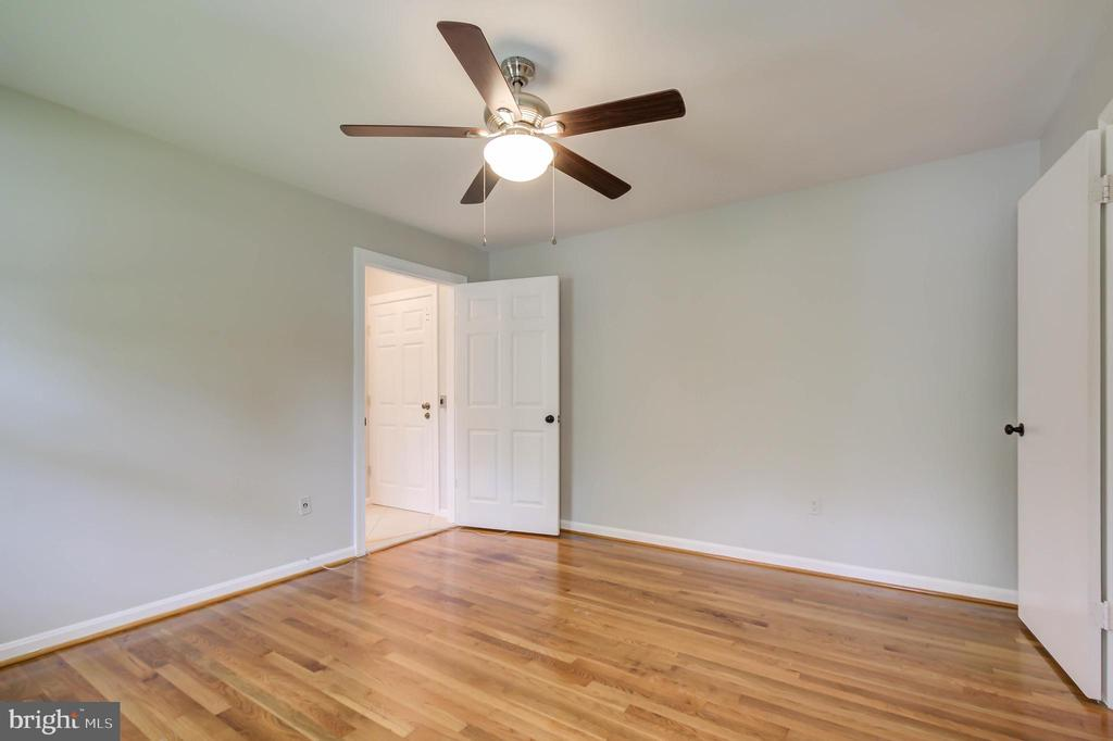 Fourth bedroom with ceiling fan - 13832 TURNMORE RD, SILVER SPRING