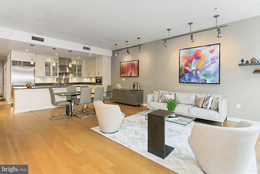 Main living area - 1700 N CLARENDON BLVD #123, ARLINGTON