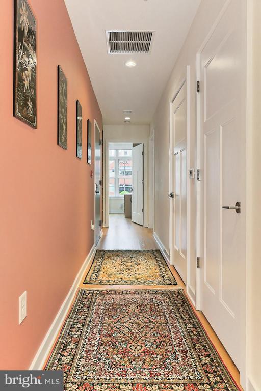 Hallway - 1700 N CLARENDON BLVD #123, ARLINGTON