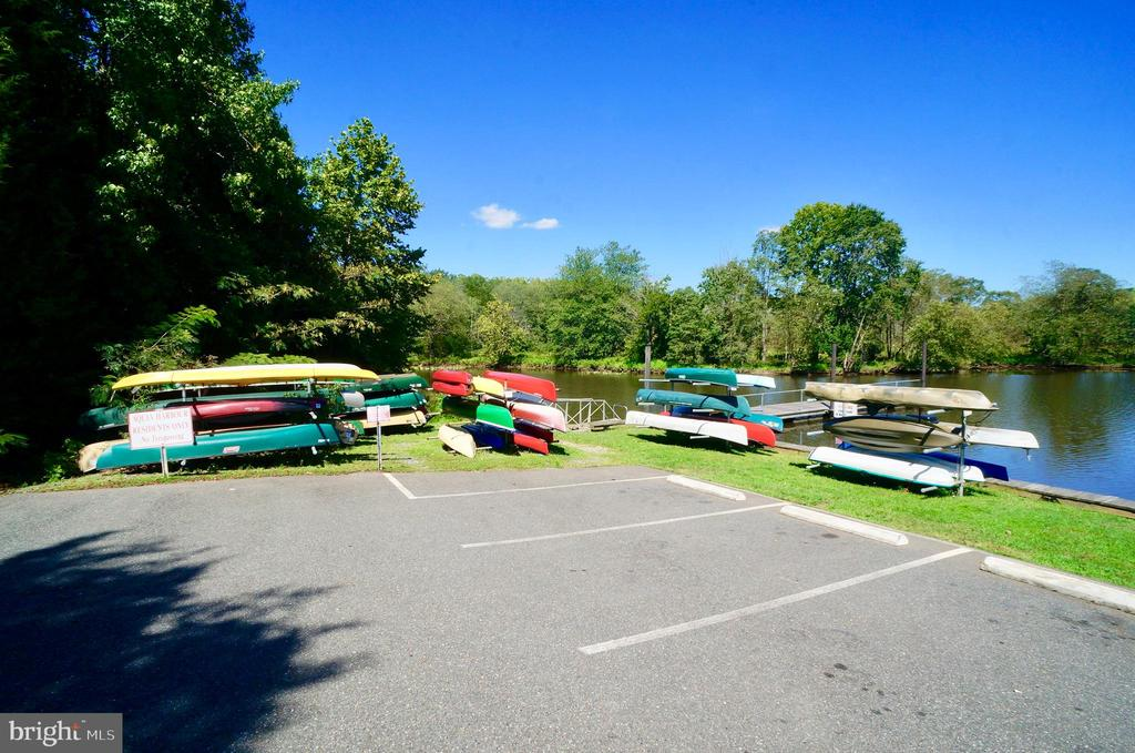 Kayak/Canoe Storage Racks - 2056 FARRAGUT DR, STAFFORD