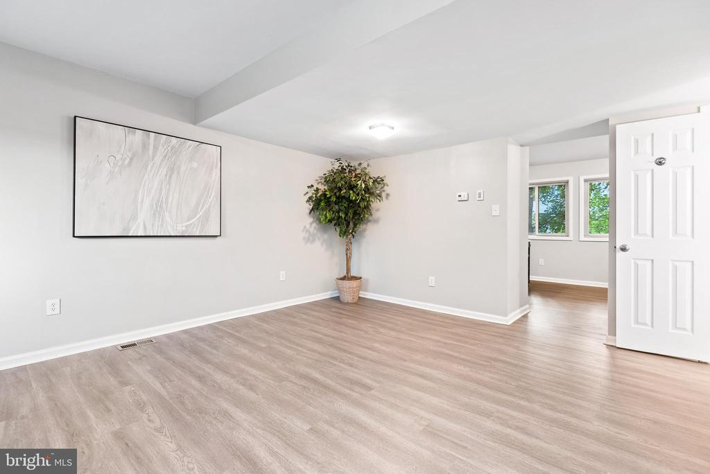 Spacious living area with all new flooring - 702 GILES PL, STERLING