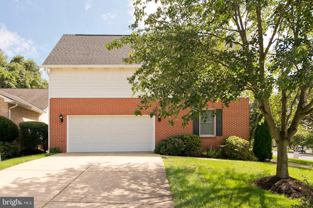 Side load garage with sink and storage - 1432 RAMSEUR LN, WINCHESTER