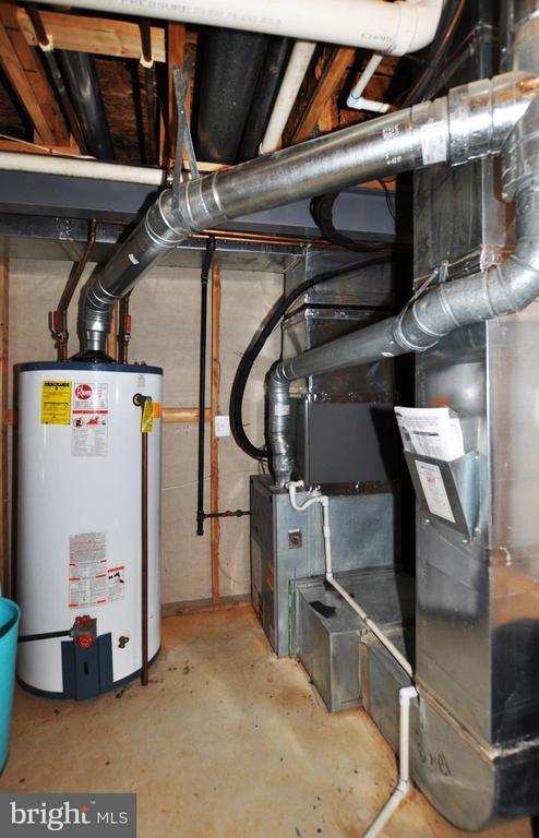 75 gal water heater & efficient gas heating. - 15305 LIONS DEN RD, BURTONSVILLE