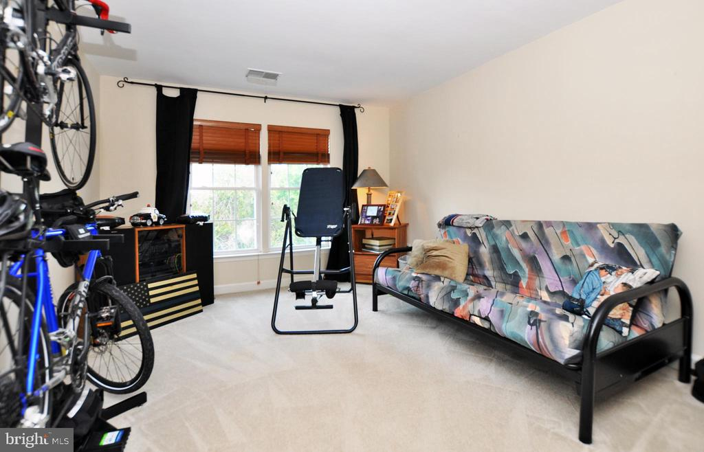 Additional upper level bedroom. - 15305 LIONS DEN RD, BURTONSVILLE