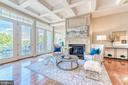 Sun-drenched family room opens to deck - 18362 FAIRWAY OAKS SQ, LEESBURG