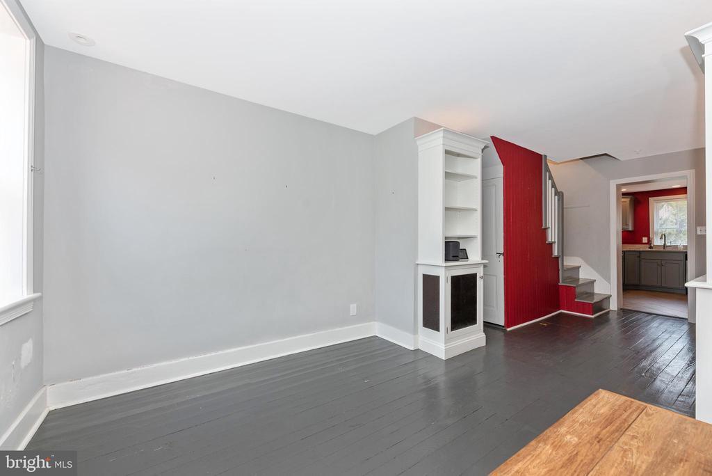 Living Room 24 - 24 S COURT, THRU 26 ST, FREDERICK