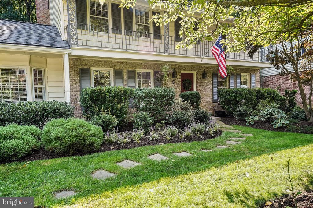 Beautiful Colonial Home in Fairfax! - 4711 BRIAR PATCH LN, FAIRFAX