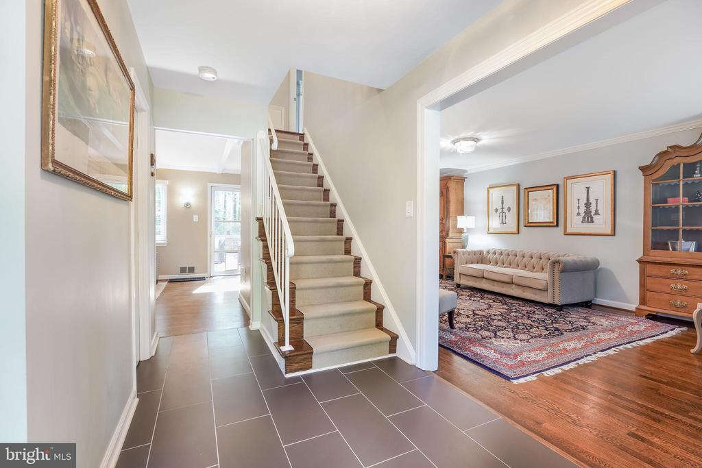 Welcome home. Open spaces, newer flooring & paint - 4711 BRIAR PATCH LN, FAIRFAX