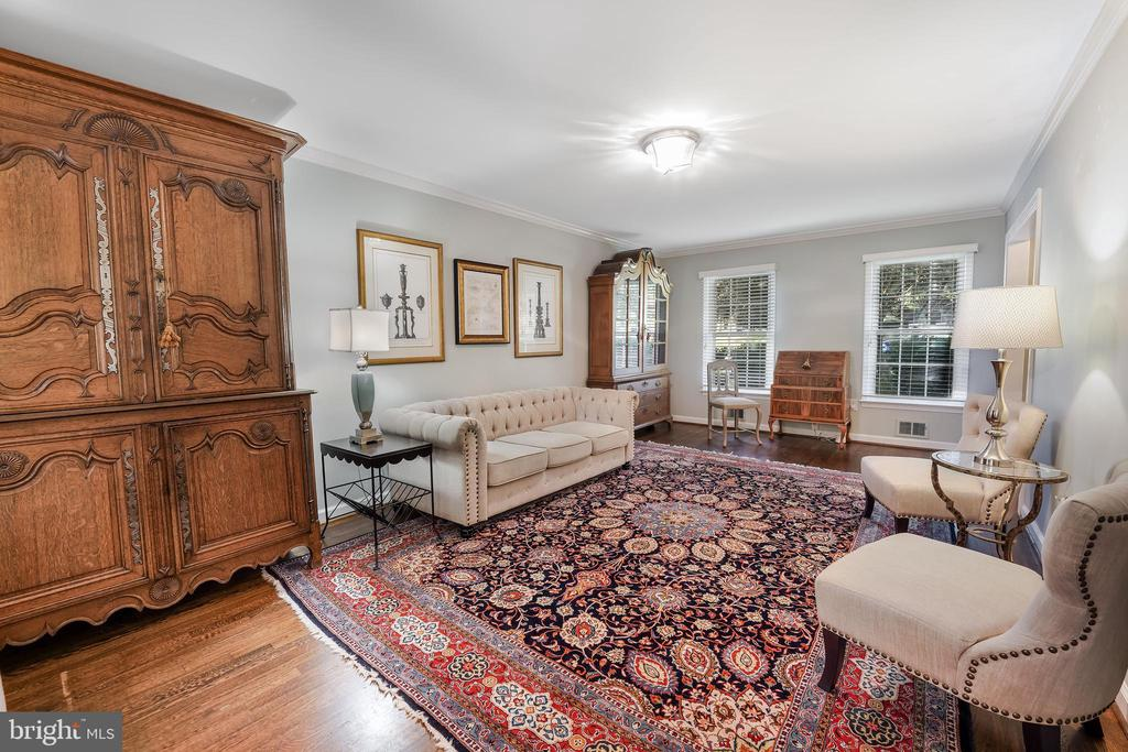 Relax and entertain here - 4711 BRIAR PATCH LN, FAIRFAX