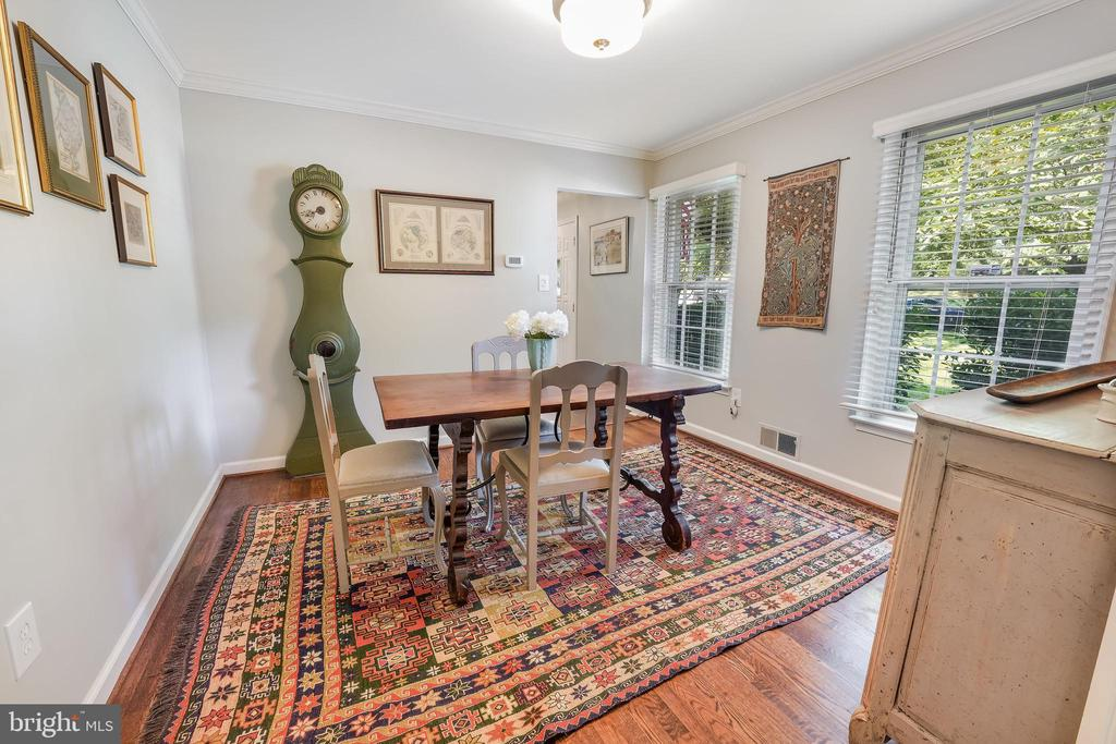 Space for dining or an office or den - 4711 BRIAR PATCH LN, FAIRFAX