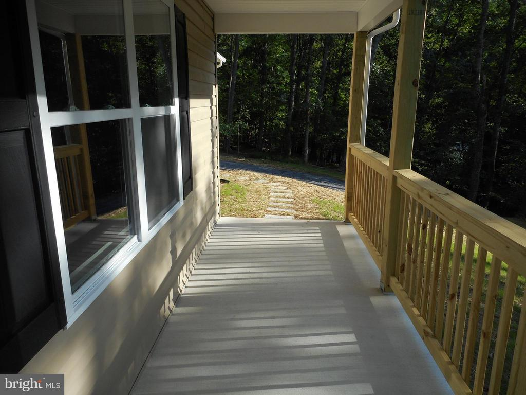 Covered front porch - 121 SYLVAN LN, HARPERS FERRY
