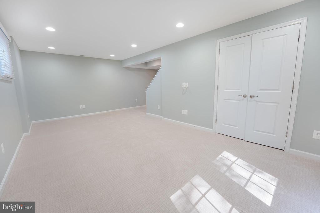 Rec. Rm. with new paint, carpet. - 4711 BRIAR PATCH LN, FAIRFAX