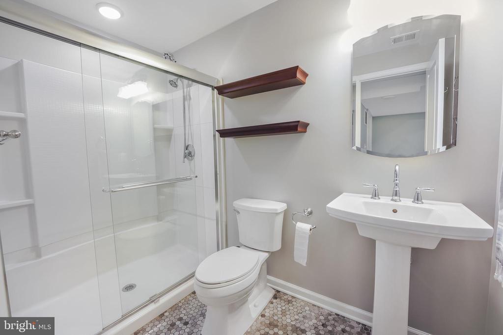 New full bath in basement! Lovely tile! - 4711 BRIAR PATCH LN, FAIRFAX