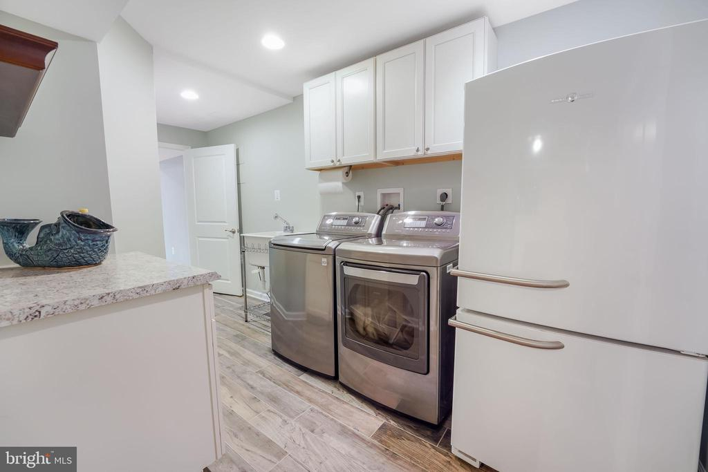 Laundry has storage and space for a fridge - 4711 BRIAR PATCH LN, FAIRFAX
