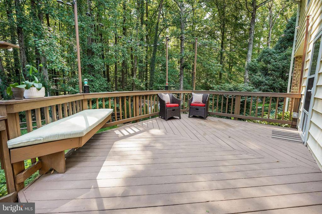 This deck... wonderful space off the family room. - 4711 BRIAR PATCH LN, FAIRFAX