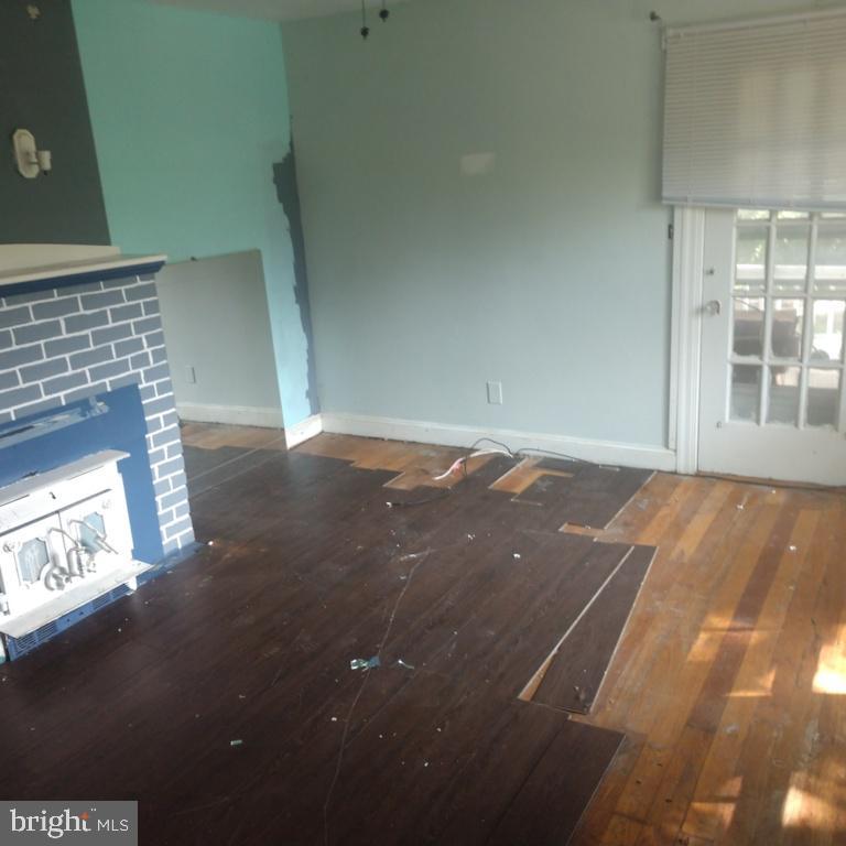 Living room with woodstove insert - 6611 LEE CHAPEL RD, BURKE