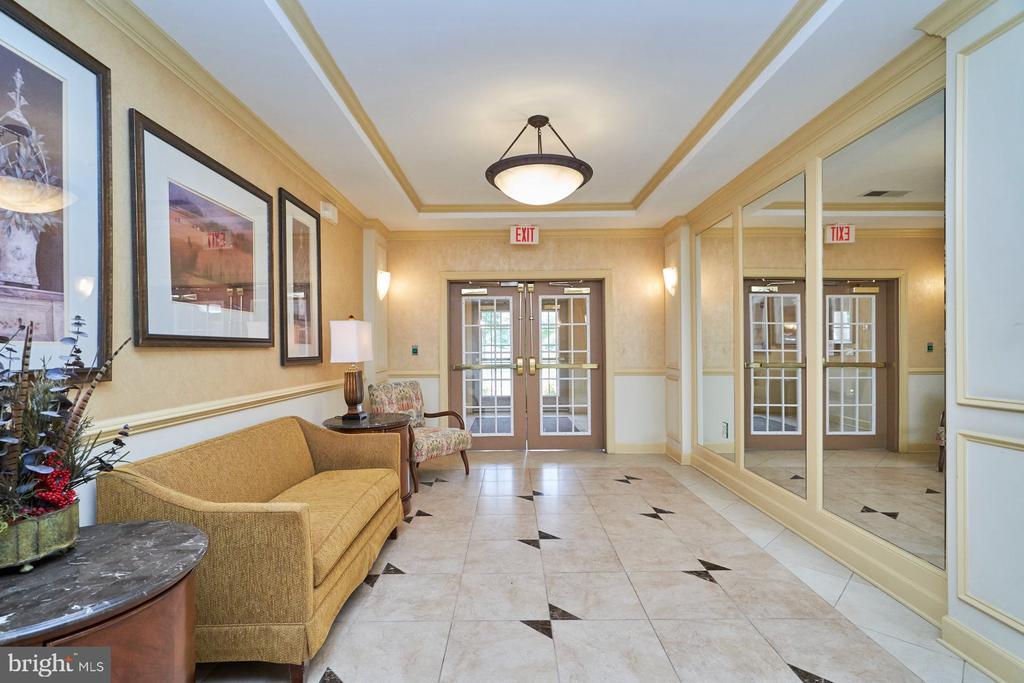 Interior Lobby - 15231 ROYAL CREST DR #104, HAYMARKET
