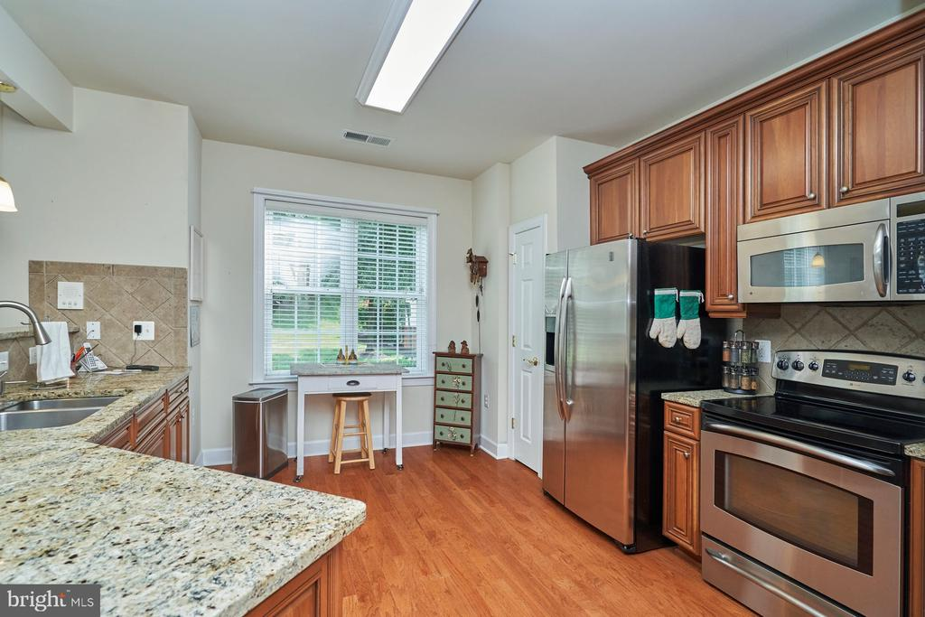 Light and Bright with a Window - 15231 ROYAL CREST DR #104, HAYMARKET