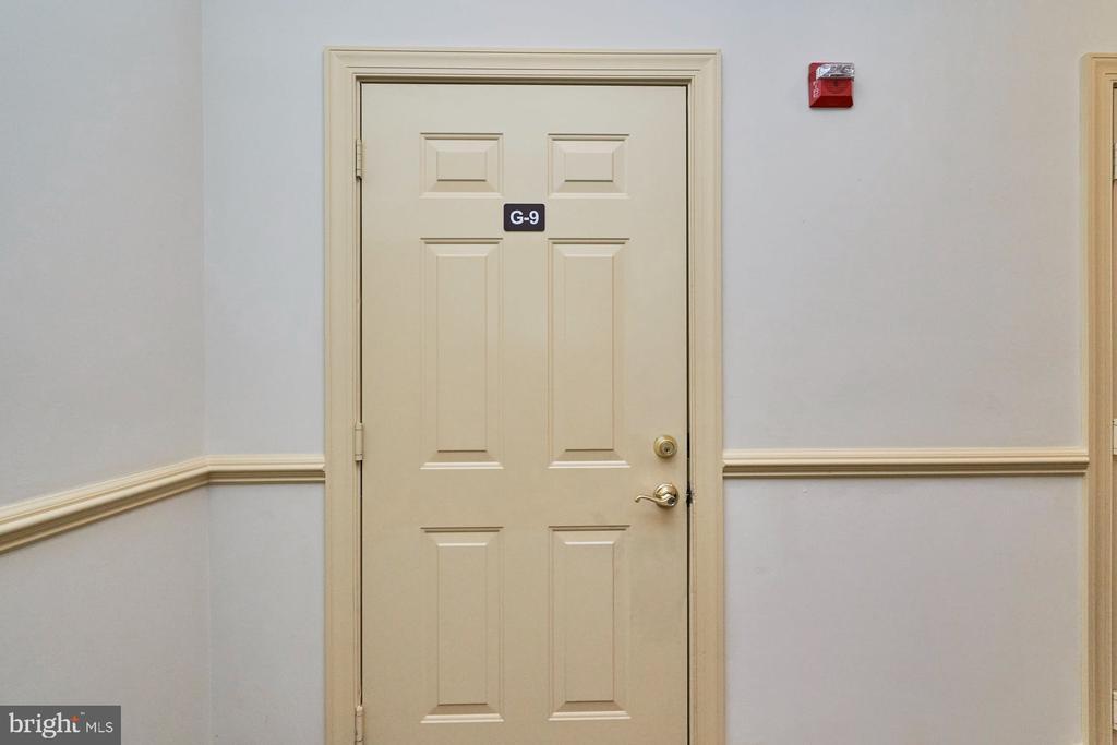 Garage Entrance - 15231 ROYAL CREST DR #104, HAYMARKET