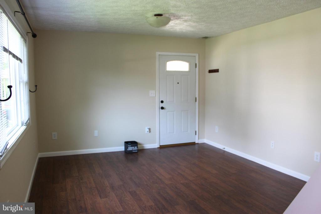 Living Room - 107 PRICE DR, MANASSAS PARK