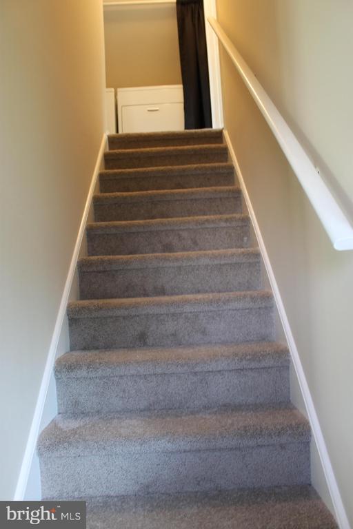 Stairs-new carpet - 107 PRICE DR, MANASSAS PARK