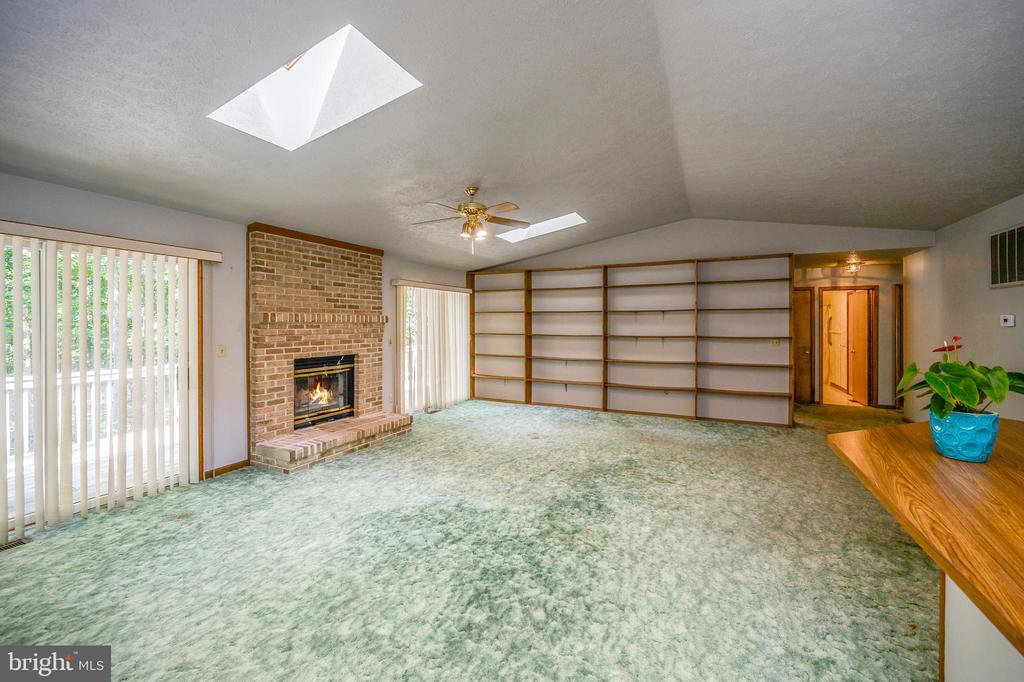 View from dining area into the living room - 222 YORKTOWN BLVD, LOCUST GROVE
