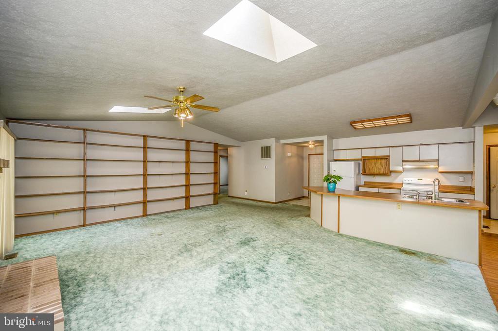 Built-in Bookcases & kitchen overlook - 222 YORKTOWN BLVD, LOCUST GROVE