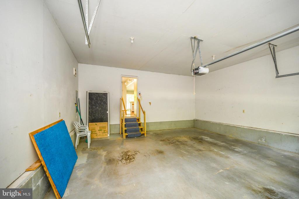 Garage - 222 YORKTOWN BLVD, LOCUST GROVE