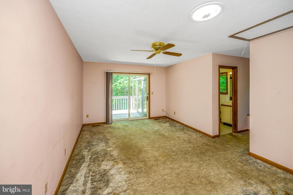 Master bedroom  view to deck - 222 YORKTOWN BLVD, LOCUST GROVE