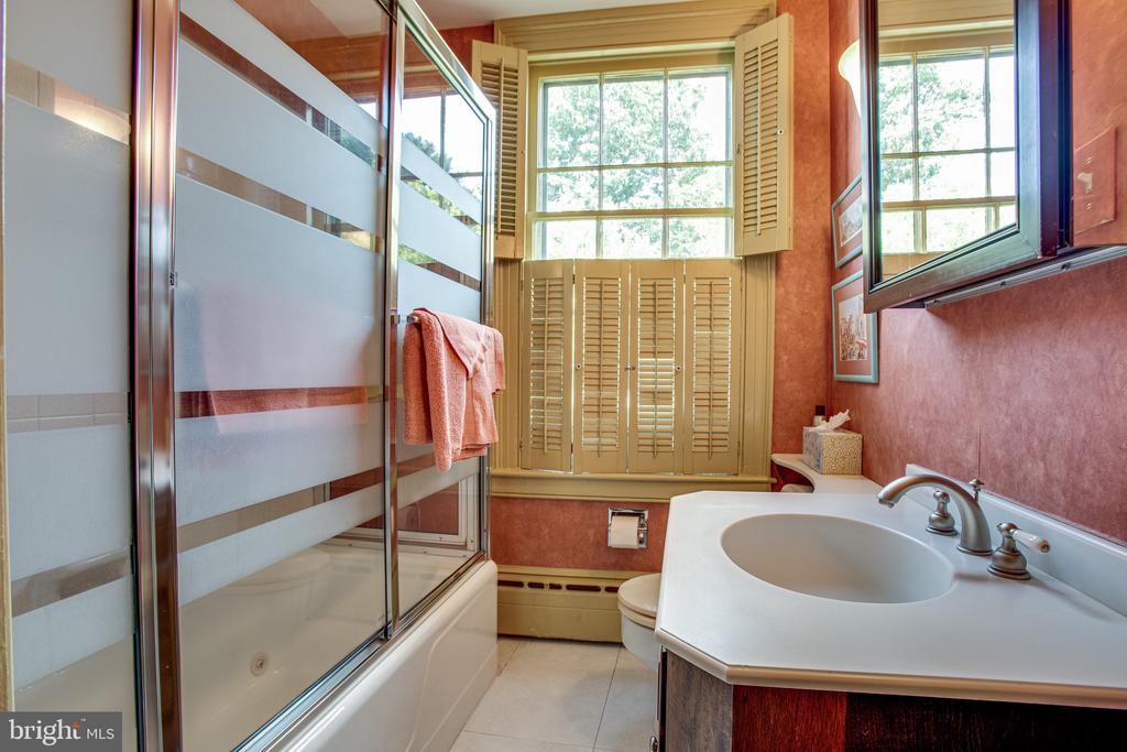 Second hall bath upstairs - 1501 CAROLINE ST, FREDERICKSBURG