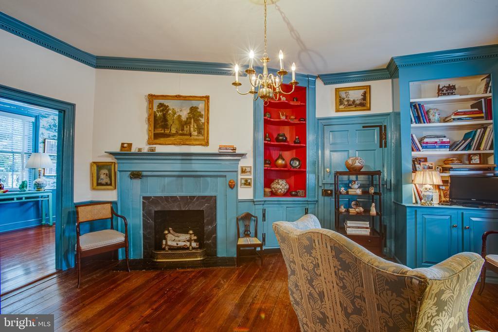 Door to right of fireplace leads to Pitt Street - 1501 CAROLINE ST, FREDERICKSBURG
