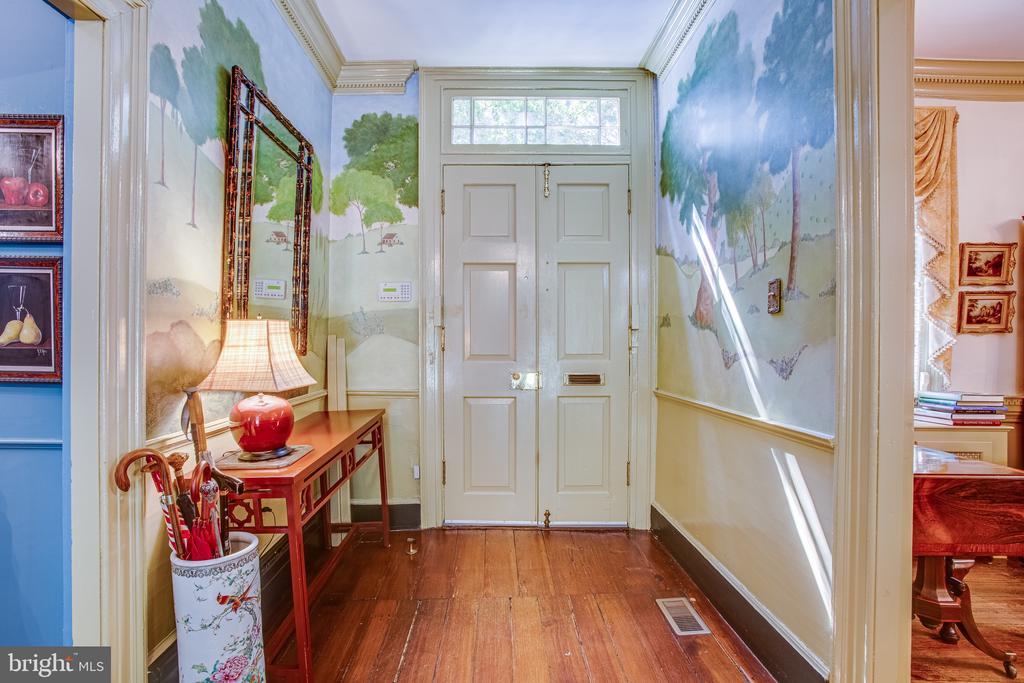Double front doors with transom window - 1501 CAROLINE ST, FREDERICKSBURG