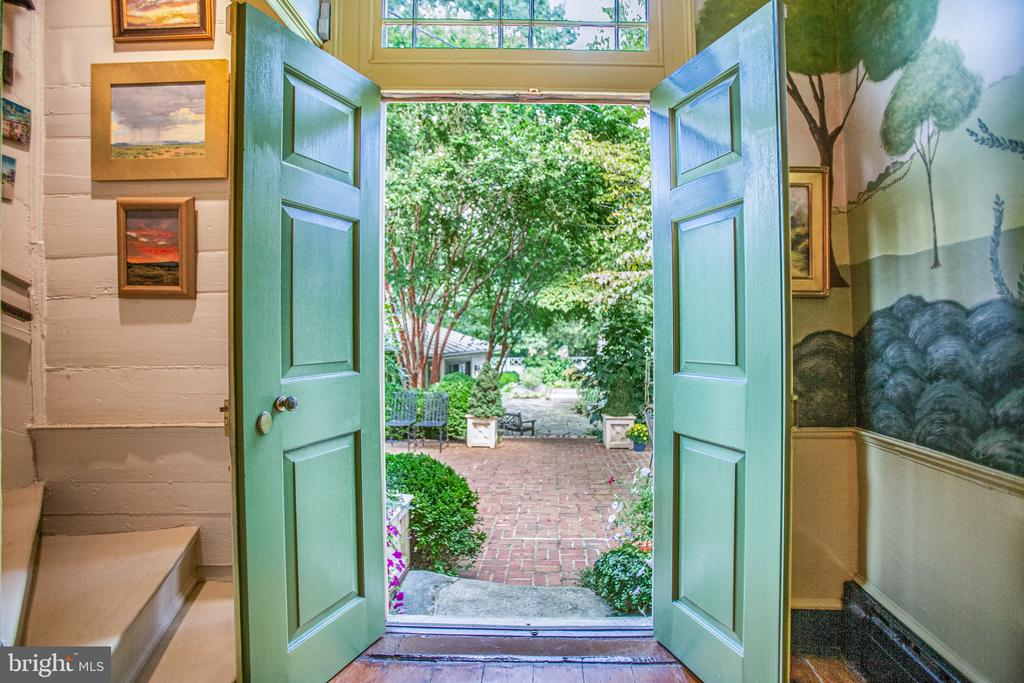 Double door on the front and rear of the foyer - 1501 CAROLINE ST, FREDERICKSBURG