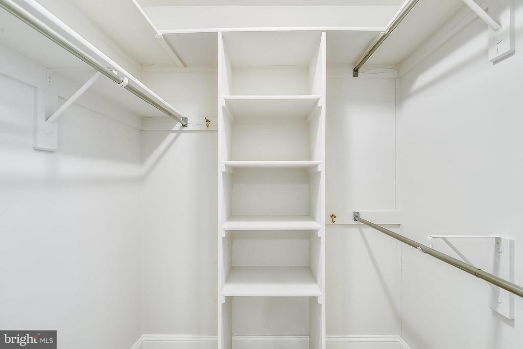 Loads of storage - 1326 N CLEVELAND ST, ARLINGTON