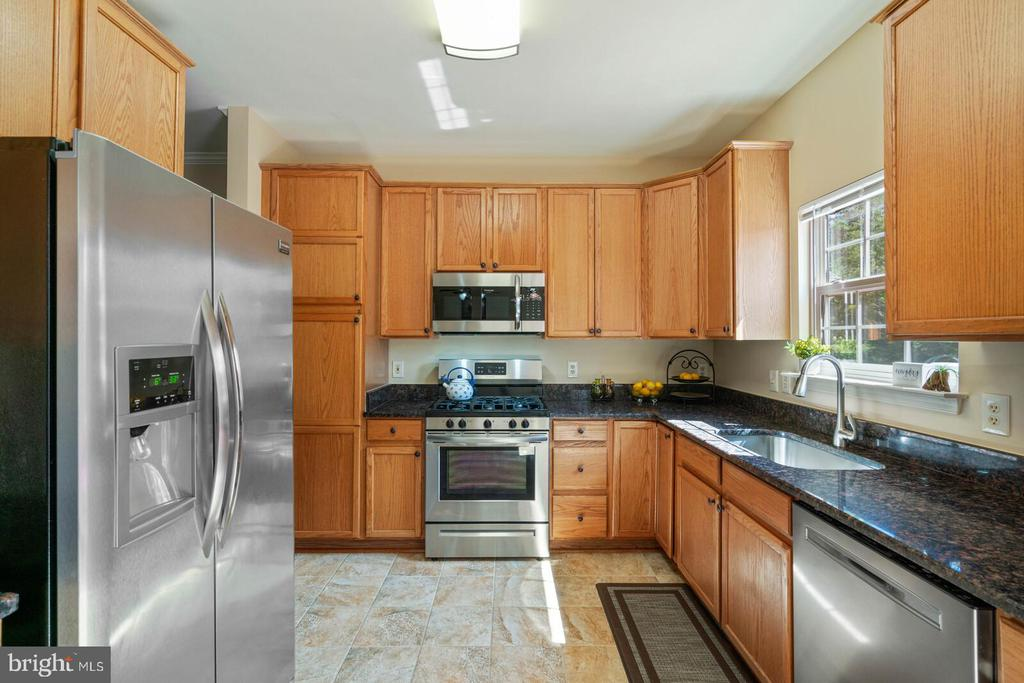 Updated with Stainless-steel appliances - 10 CANDLERIDGE CT, STAFFORD