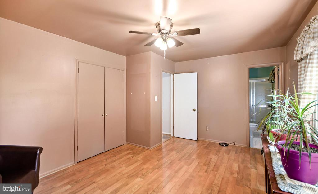 Owners Bedroom - 2036 FIRE TOWER LN, IJAMSVILLE