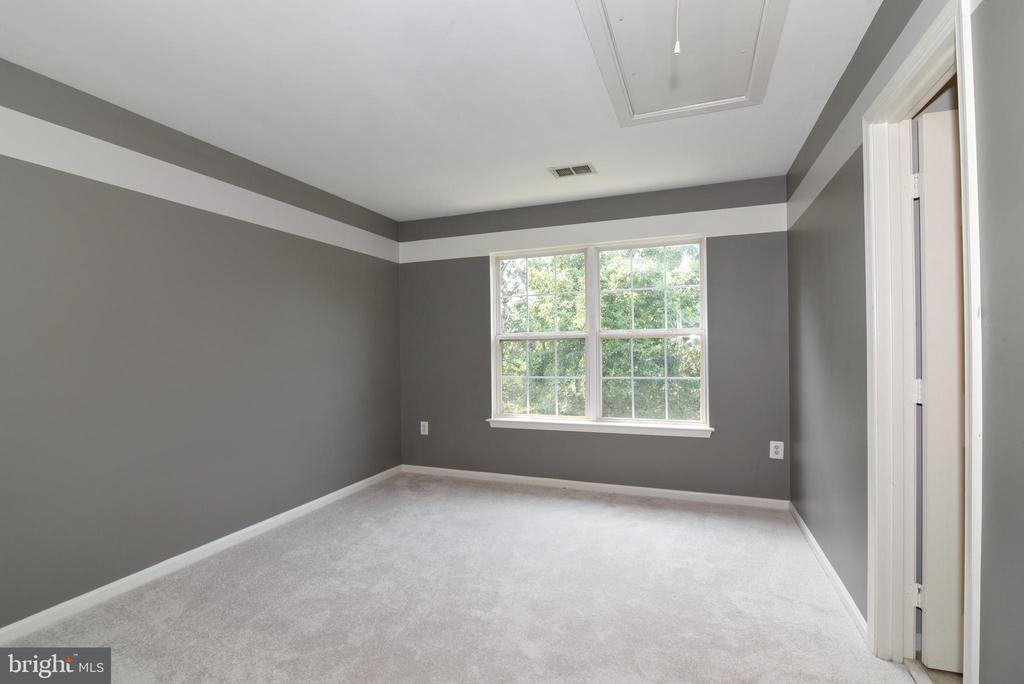 Bedroom 1 new carpet on upper level - 43847 AMITY PL, ASHBURN