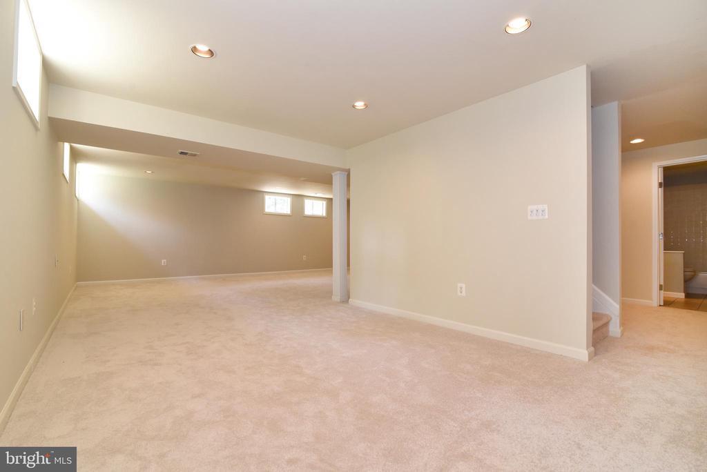New carpet and paint - 43847 AMITY PL, ASHBURN
