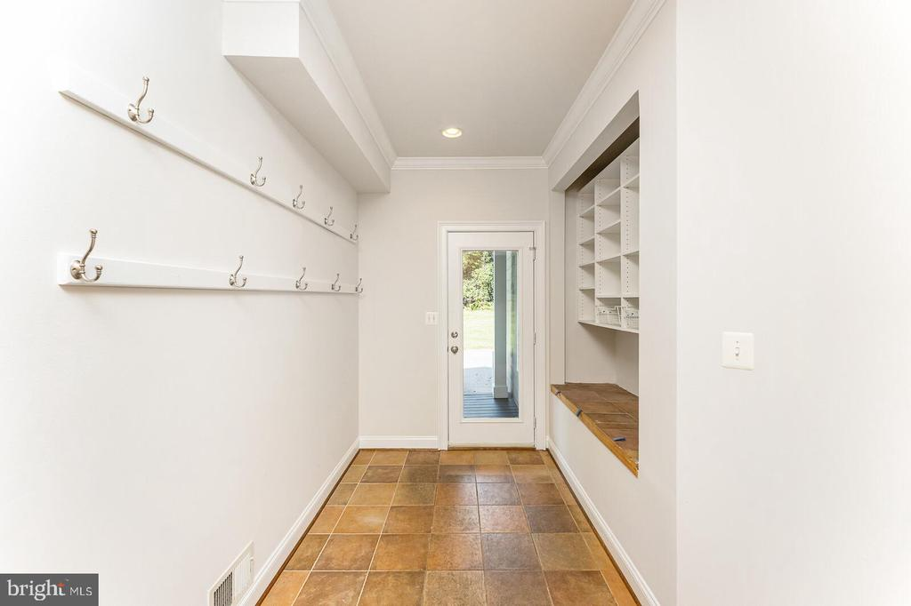 Mud room off the kitchen - 262 W NORTH AVE, WINCHESTER